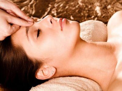 kỹ thuật gội đầu massage mặt