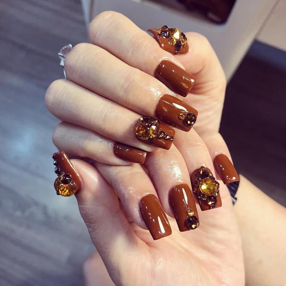 dạy nail chuyên nghiệp đính đá
