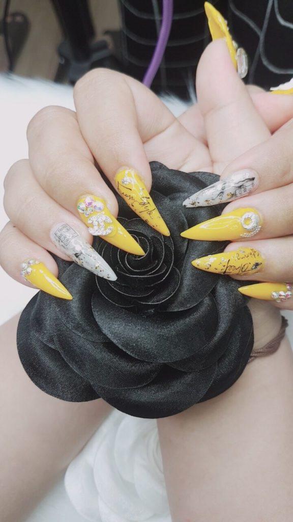 những mẫu nail đơn giản mà đẹp