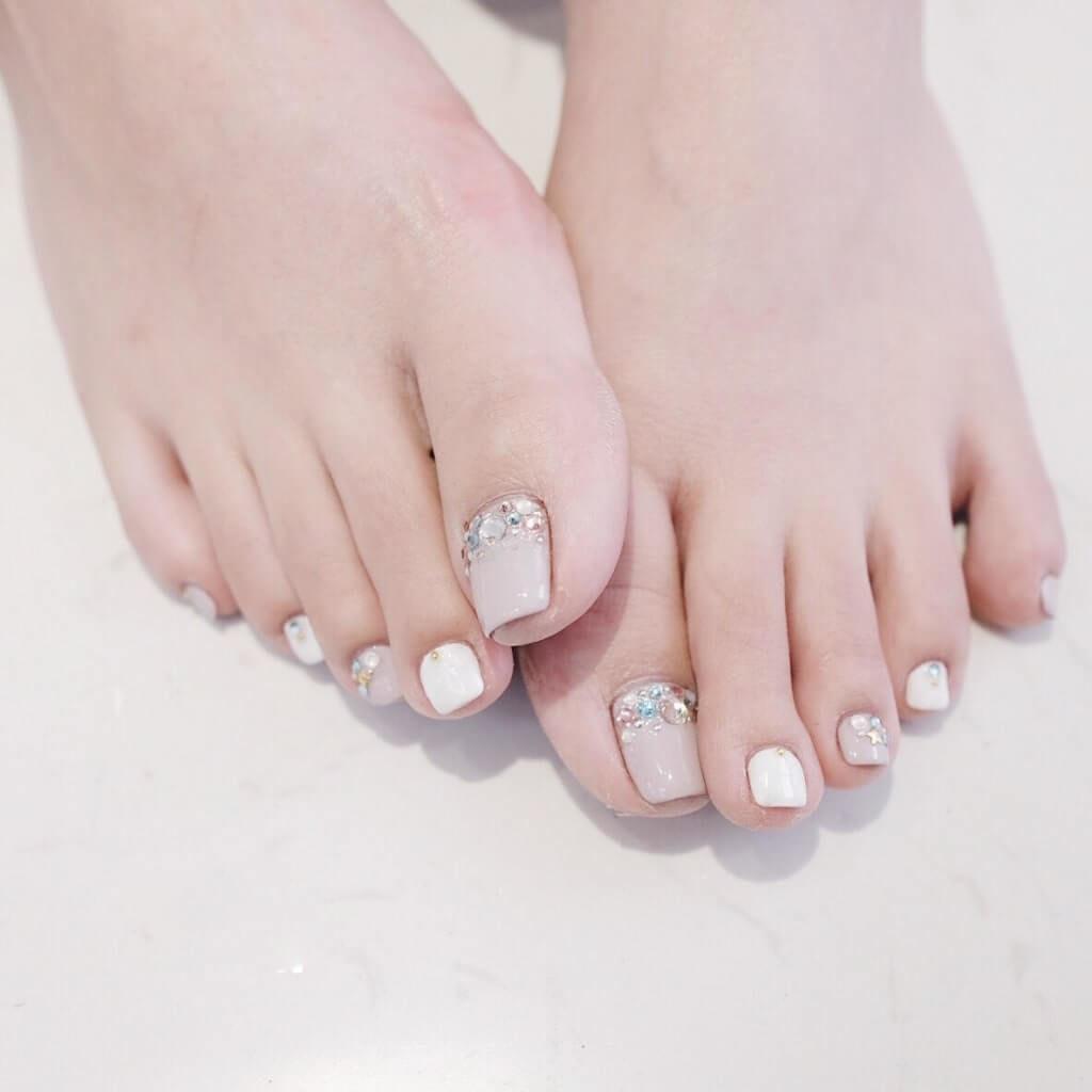 các mẫu đính đá móng chân