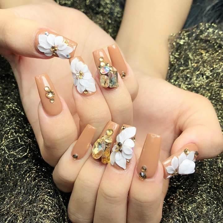 những mẫu nail hoa khô