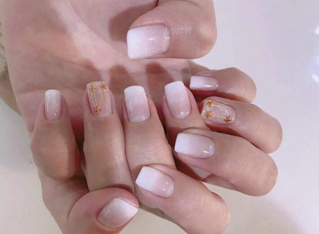 những mẫu nail hoa